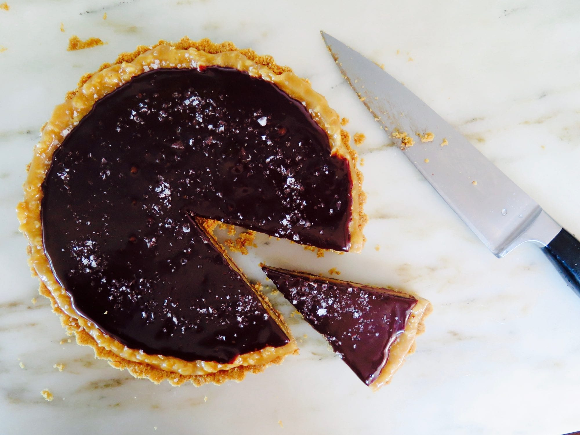 caramel chocolate krispy tart